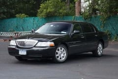 2011_Lincoln_Towncar_00